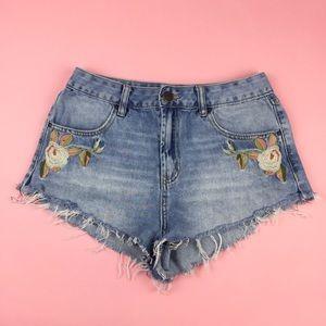 Refuge Embroidered Cutoff Denim Shorts Size 6